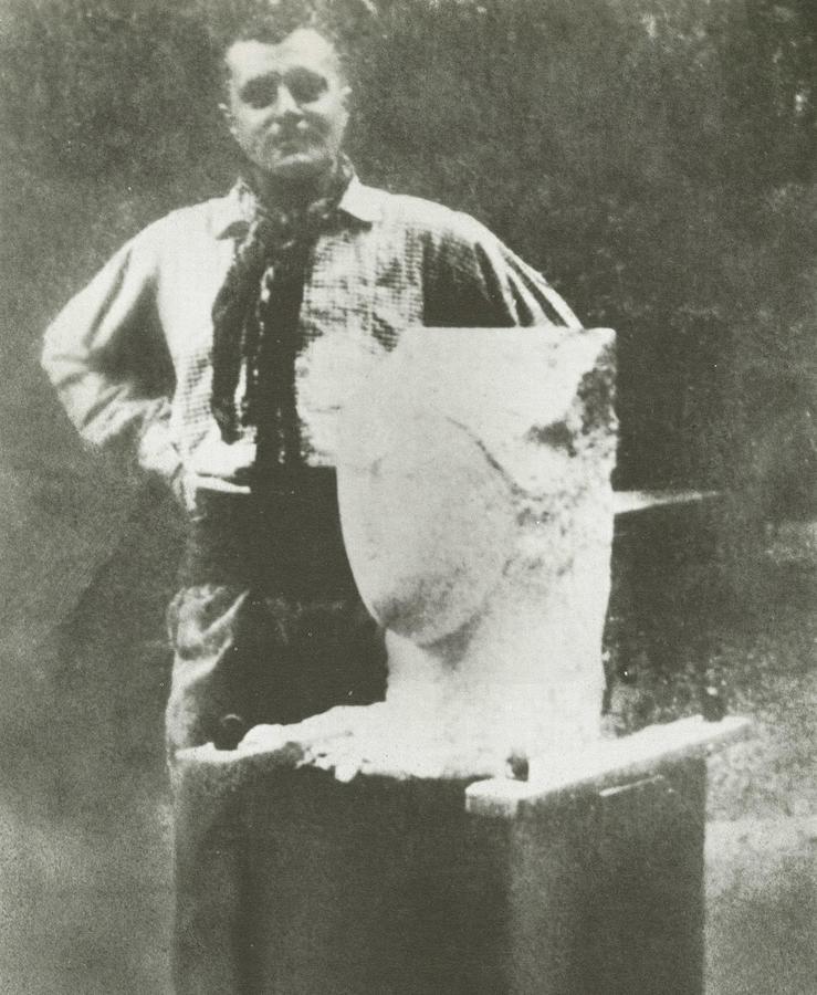 Amedeo Modigliani with the Weiner Head, c. 1913