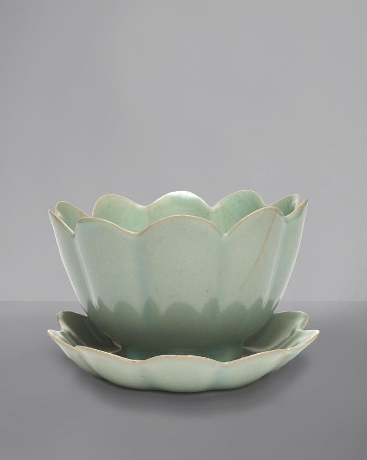 Foliate Bowl-and-Saucer Sets